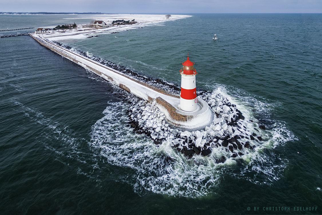 Luftaufnahme Leuchtturm im Winter